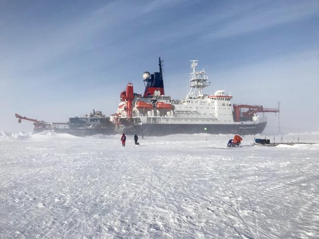 Ship Blown Snow 650p